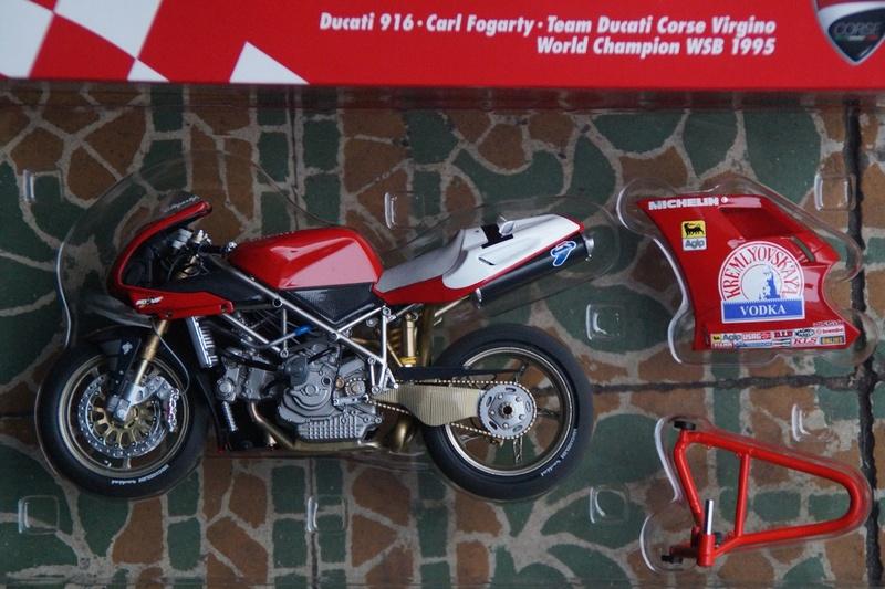 VENDU! Miniatures Minichamps 1/12 Ducati 916/996/998.  Dsc05615