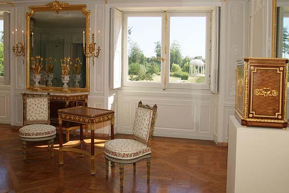 Trianon - La visite du Petit Trianon: La chambre de la Reine 25044o10