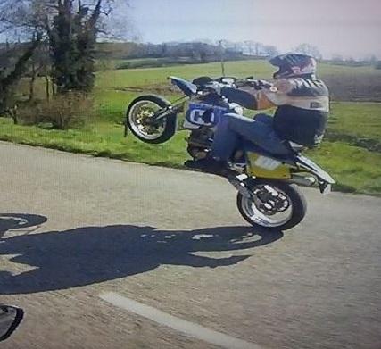photo de vos moto pour création bannière - Page 7 19709010