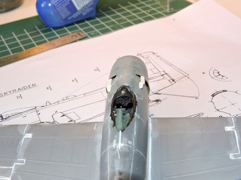 [heller] skyraider FINIT!!! - Page 4 Skyrai12