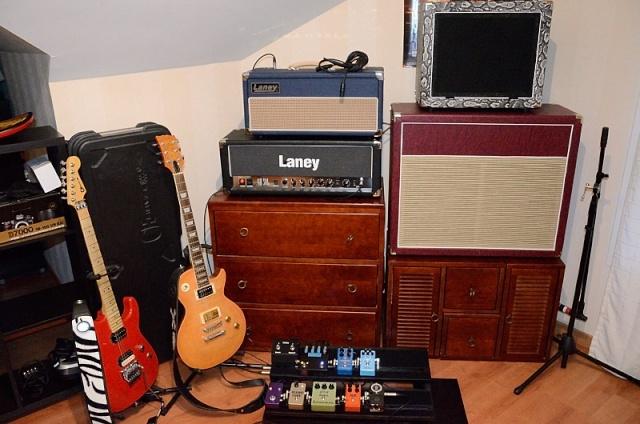 Photos de nos coins Musique (guitare, basse, batterie, claviers... vielle à roue) - Page 5 12-20110