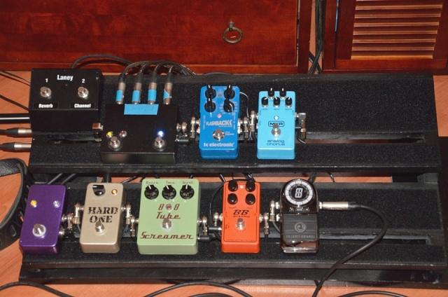 Photos de nos coins Musique (guitare, basse, batterie, claviers... vielle à roue) - Page 5 12-20111