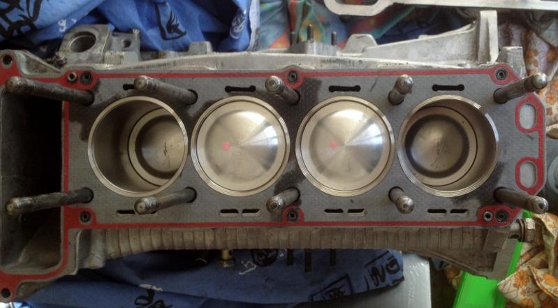 Alfa 75 turbo rouge Img_1010