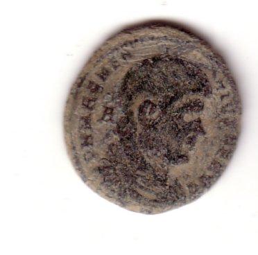 AE2 de Magnencio. GLORIA ROMANORVM. Emperador a galope a dcha. lanceando a bárbaro. Ceca Lugdunum. Folo10