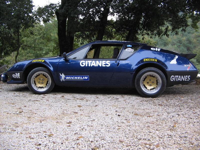 voitures anciennes avec Renault y aura toujours des mecanos...... Alpine11