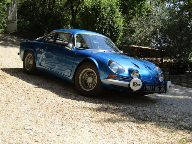 voitures anciennes avec Renault y aura toujours des mecanos...... Berlin11