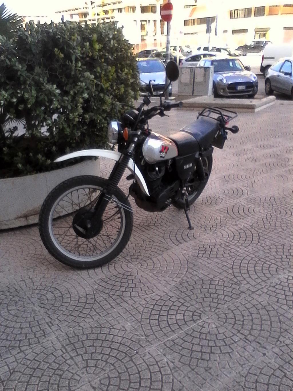 Foto di moto d'epoca o rare avvistate per strada - Pagina 17 00811