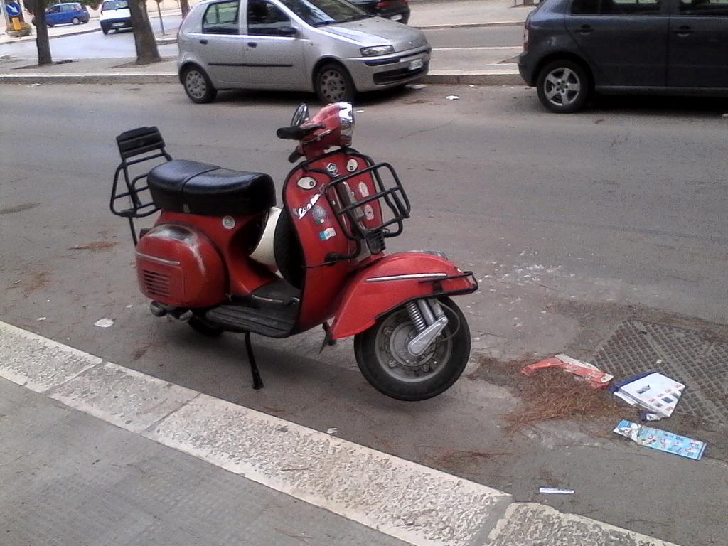 Foto di moto d'epoca o rare avvistate per strada - Pagina 17 01011