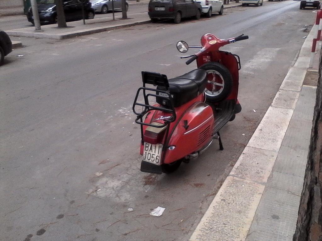 Foto di moto d'epoca o rare avvistate per strada - Pagina 17 01211
