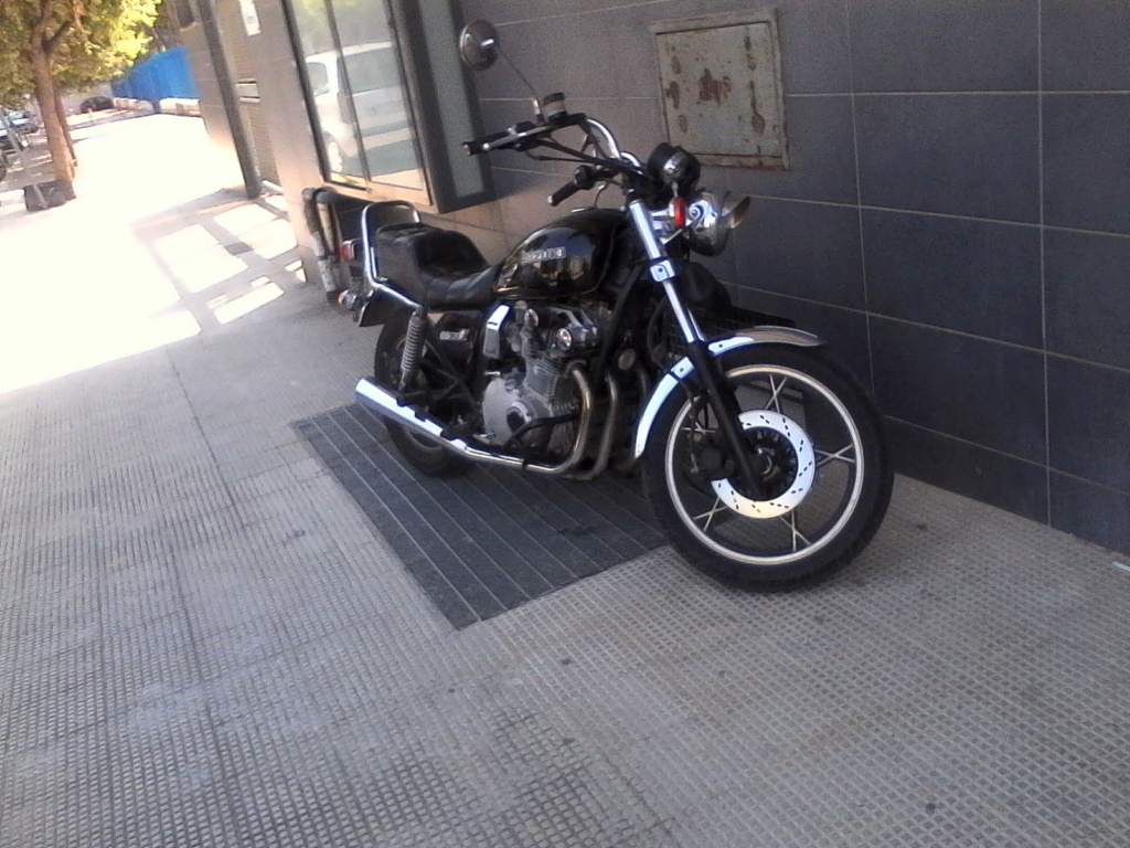 Foto di moto d'epoca o rare avvistate per strada - Pagina 17 018_410