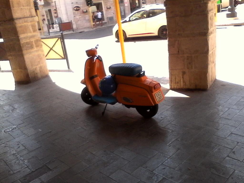 Foto di moto d'epoca o rare avvistate per strada - Pagina 17 023_212