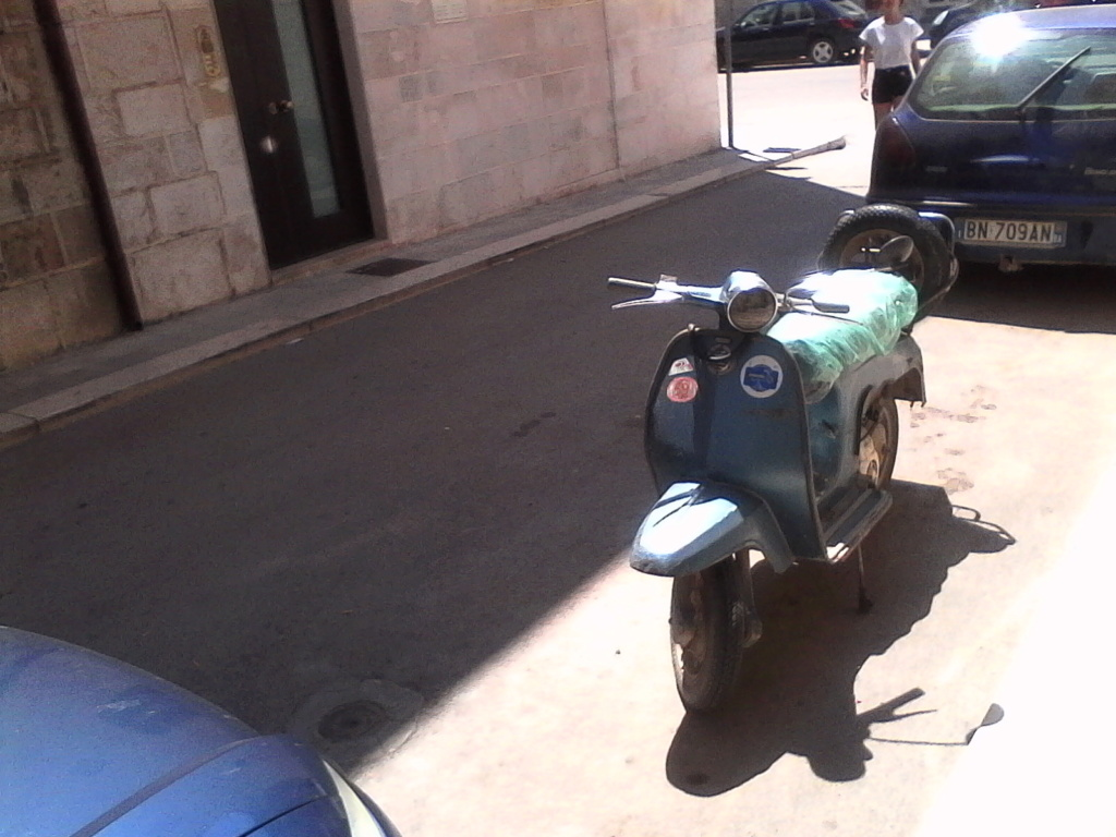 Foto di moto d'epoca o rare avvistate per strada - Pagina 17 033_310