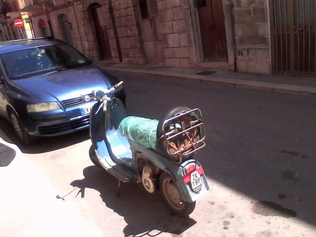 Foto di moto d'epoca o rare avvistate per strada - Pagina 17 035_310