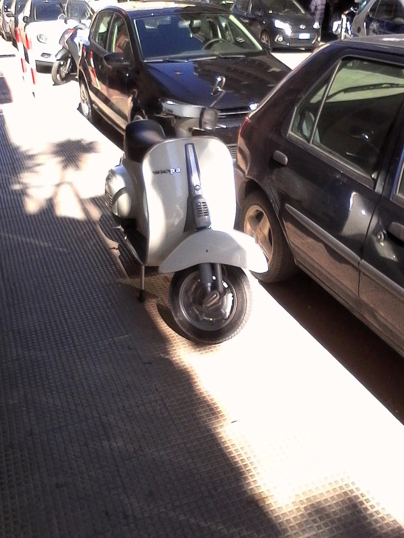 Foto di moto d'epoca o rare avvistate per strada - Pagina 17 04810