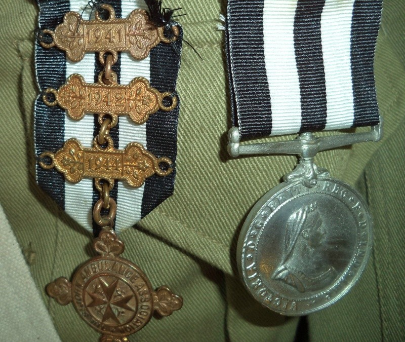 WW2 , Canadian St-John ambulance brigade 1941  museum piece. Kgrhqy11