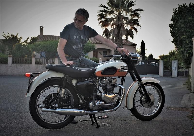 Triumph motorcycle - Page 2 Dscf7917