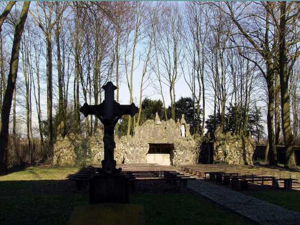 Les répliques de la grotte de Lourdes - Page 2 2013-102