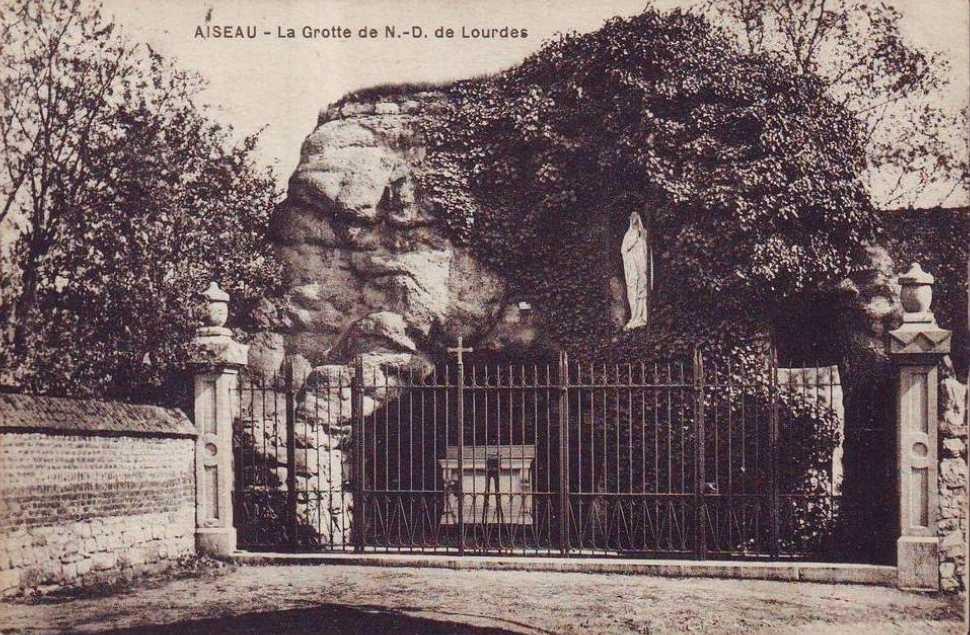 Les répliques de la grotte de Lourdes - Page 2 2013-165