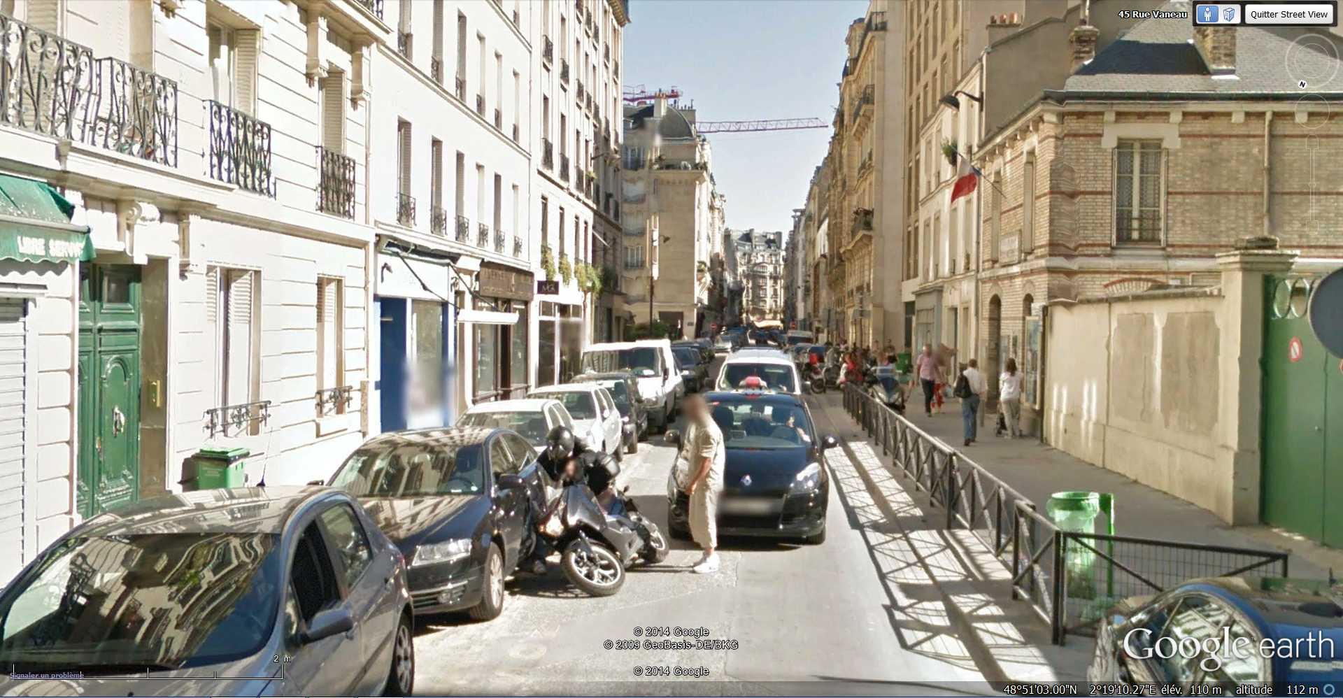 STREET VIEW : Chute de moto - rue Vaneau - Paris - France  2014-312