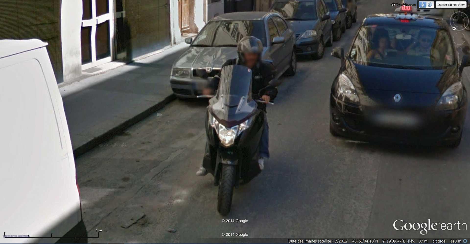 STREET VIEW : Chute de moto - rue Vaneau - Paris - France  2014-314