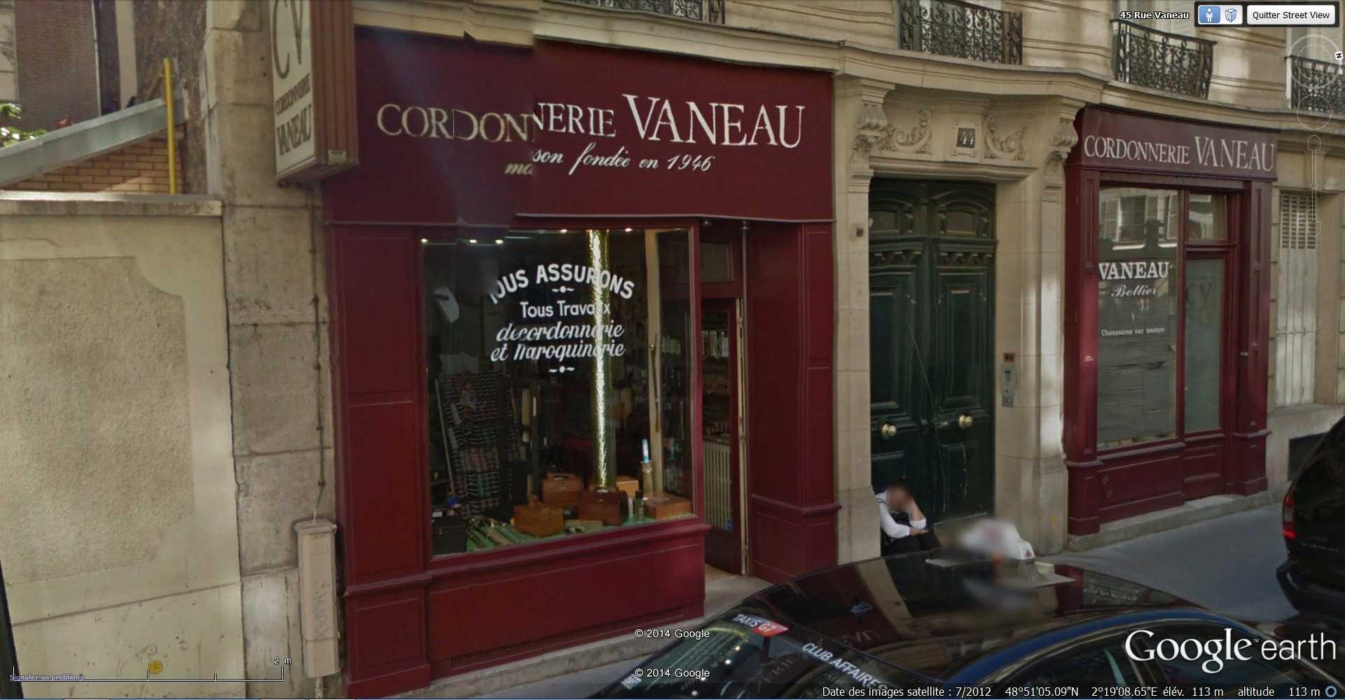 STREET VIEW : Chute de moto - rue Vaneau - Paris - France  2014-315