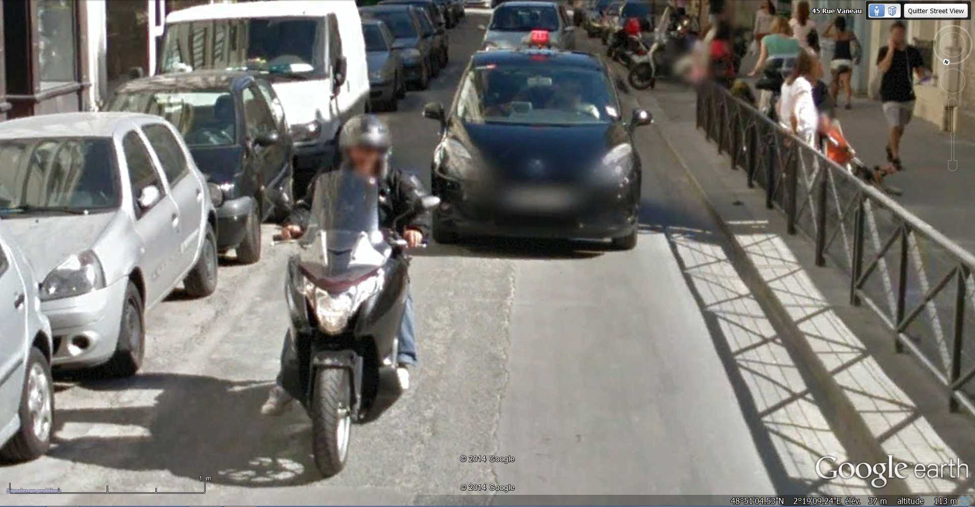 STREET VIEW : Chute de moto - rue Vaneau - Paris - France  2014-316