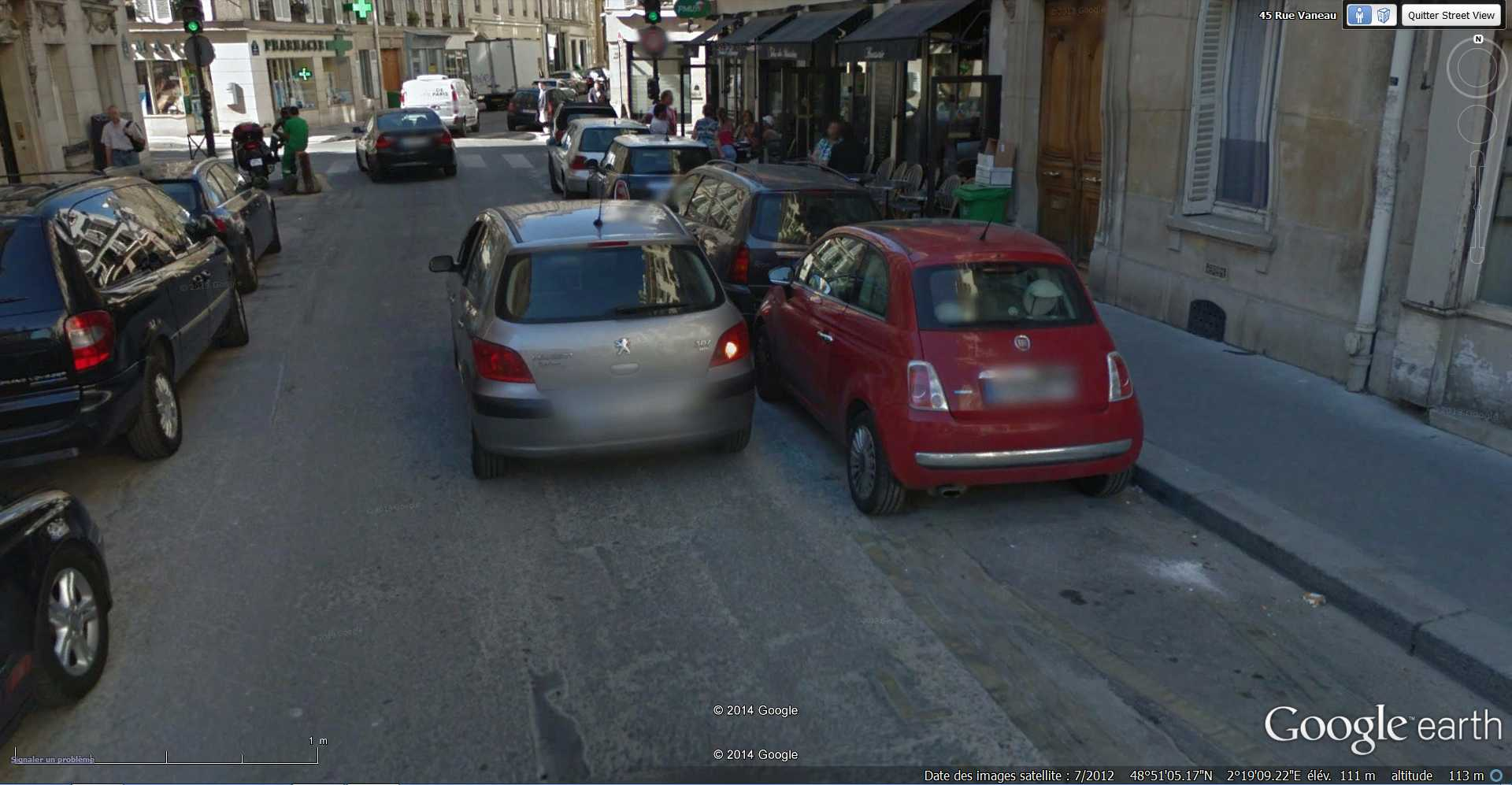 STREET VIEW : Chute de moto - rue Vaneau - Paris - France  2014-317