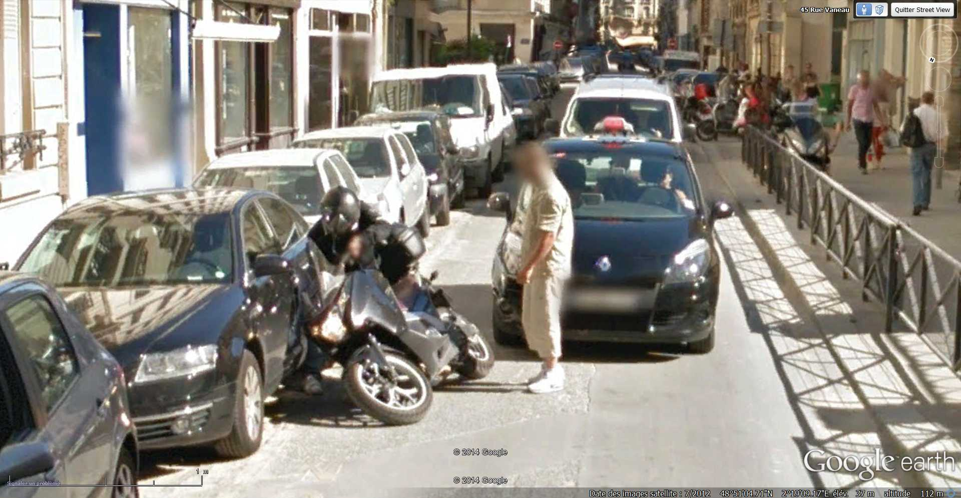 STREET VIEW : Chute de moto - rue Vaneau - Paris - France  2014-318