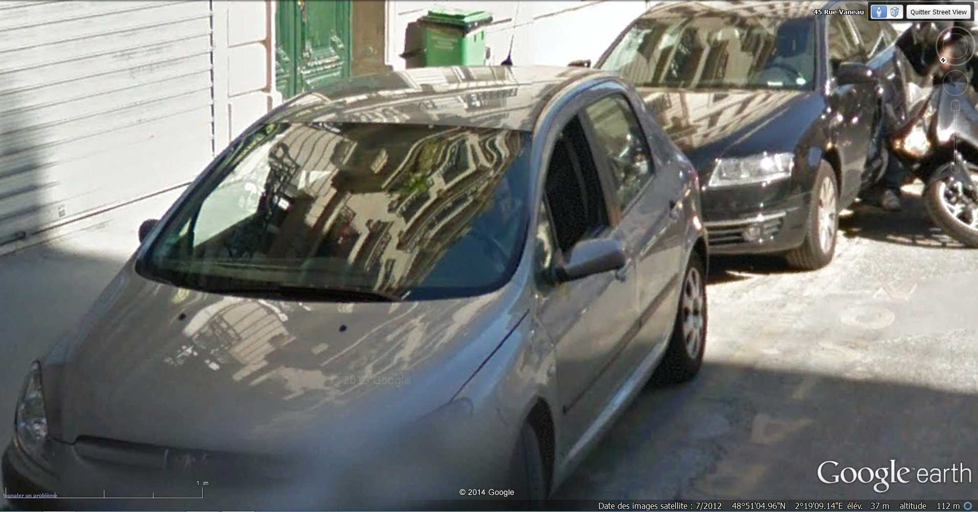 STREET VIEW : Chute de moto - rue Vaneau - Paris - France  2014-319