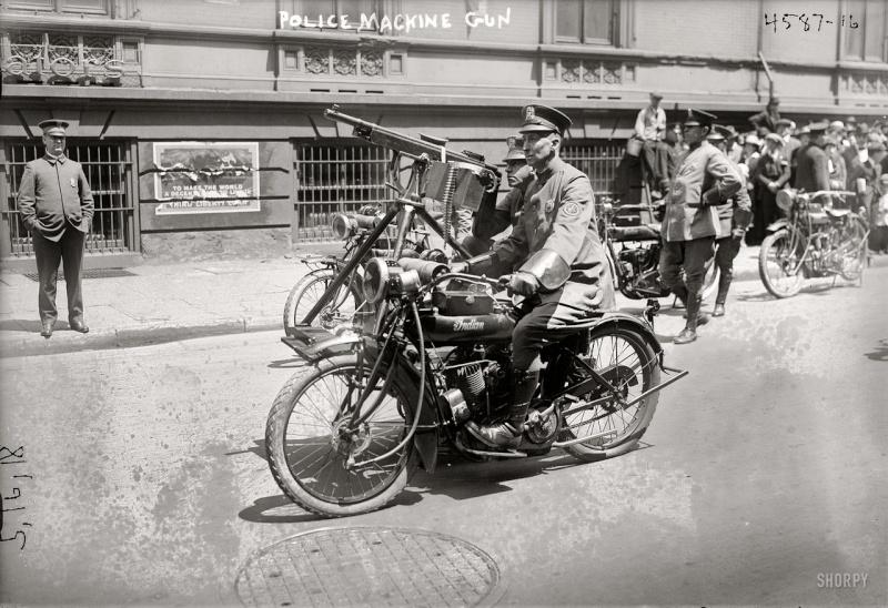 Moto armée de la police de New York. Colt_110