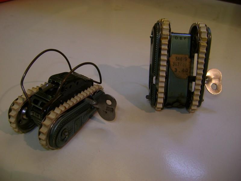 Les jouets militaires en tôle, plastique ou bois. Dsc08512