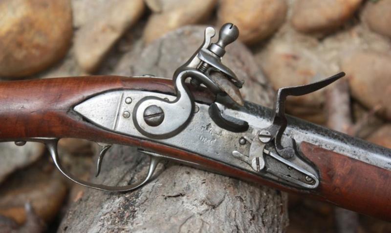 Fusil modèle 1746 (en fait 1717!) et comparaison des platines 1717 à 1754. Sans_103