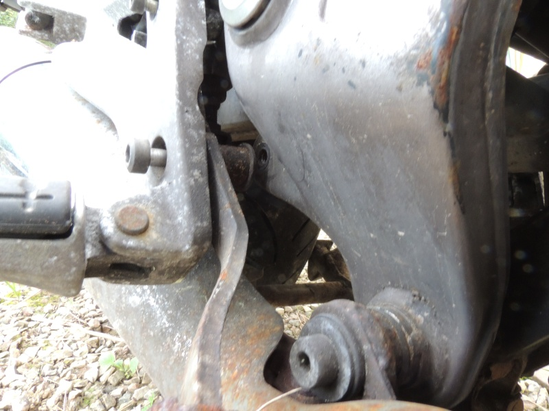 Deauville 650, démontage de la pédale de frein? Dscn1011