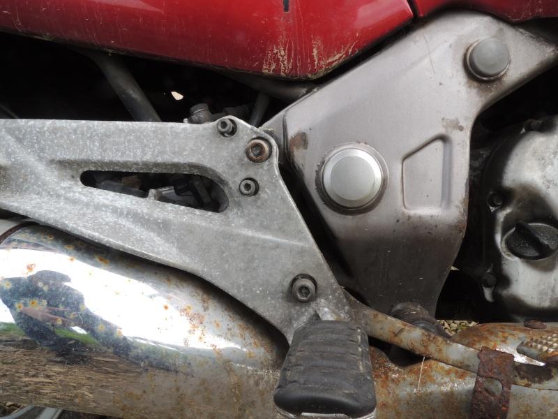 Deauville 650, démontage de la pédale de frein? Dscn1012