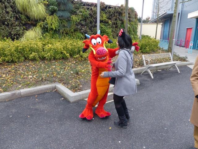 TR séjour magique & topissime à Disneyland Paris - Sequoia Lodge (GFC) - du 17/12/13 au 20/12/13 [Saison 3 Terminée - Épisode 11 – Épisode final !  posté le 25/11/2014 !] - Page 14 P1010131