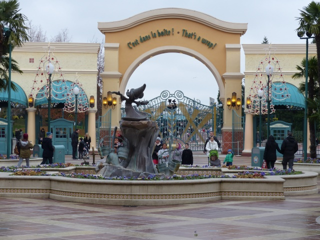 TR séjour magique & topissime à Disneyland Paris - Sequoia Lodge (GFC) - du 17/12/13 au 20/12/13 [Saison 3 Terminée - Épisode 11 – Épisode final !  posté le 25/11/2014 !] - Page 14 P1010147