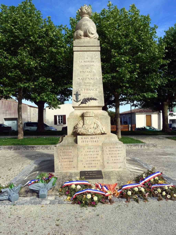 [Histoires et Histoire] Monuments aux morts originaux Français Tome 1 - Page 37 8377_p10