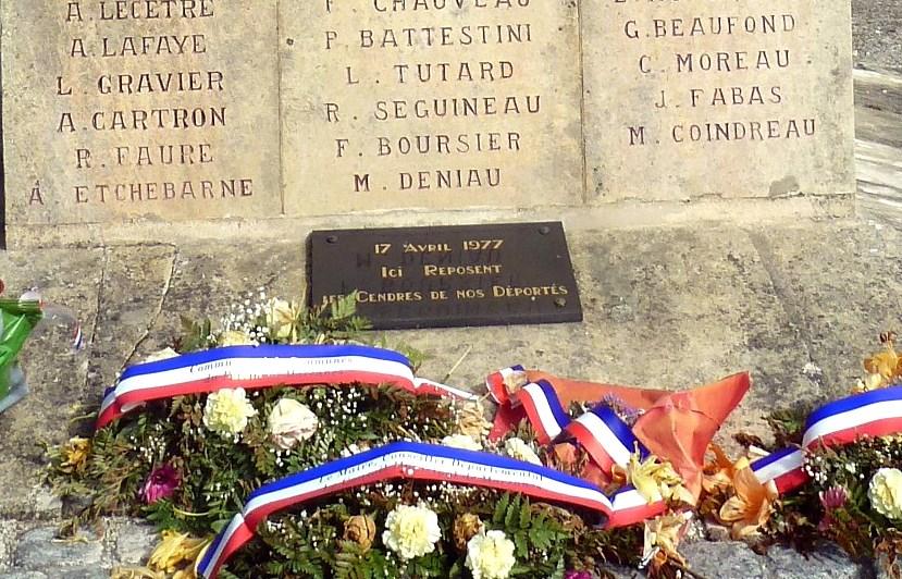 [Histoires et Histoire] Monuments aux morts originaux Français Tome 1 - Page 37 8377_p11