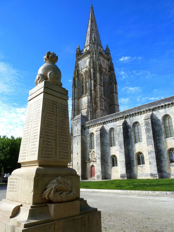 [Histoires et Histoire] Monuments aux morts originaux Français Tome 1 - Page 37 8379_p12