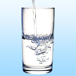 كيف تعرف أنك لا تشرب الكمية الكافية من الماء ؟ Glass_10