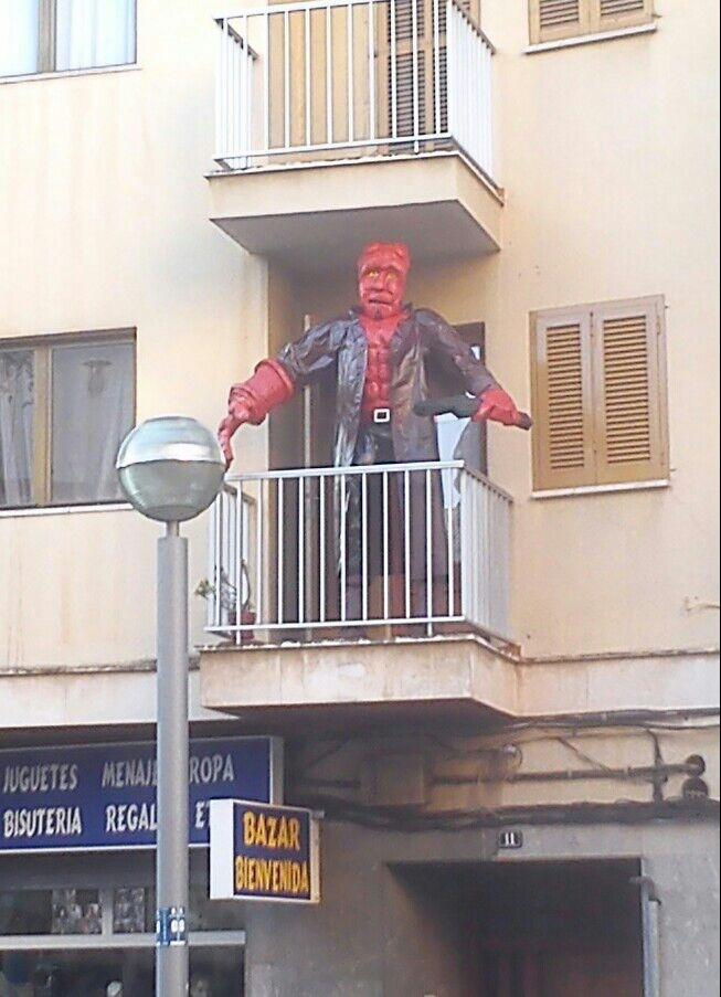 Imágenes curiosas: Hellboy en Balmes 2013-110