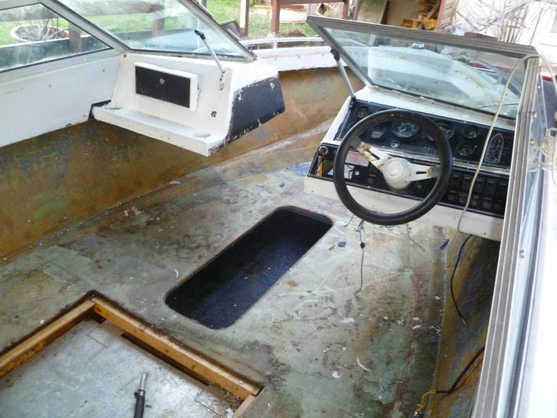 Démontage d'un bateau a moteur et réfection totale P1050415