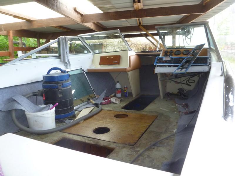 Démontage d'un bateau a moteur et réfection totale P1050727