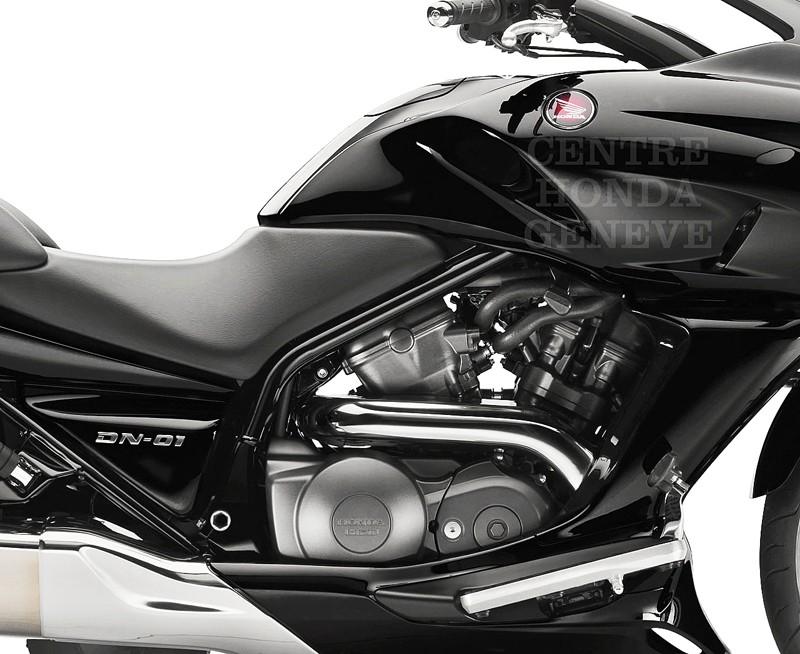 Honda DN-01 la moto de Batman! - Page 2 Dn0110