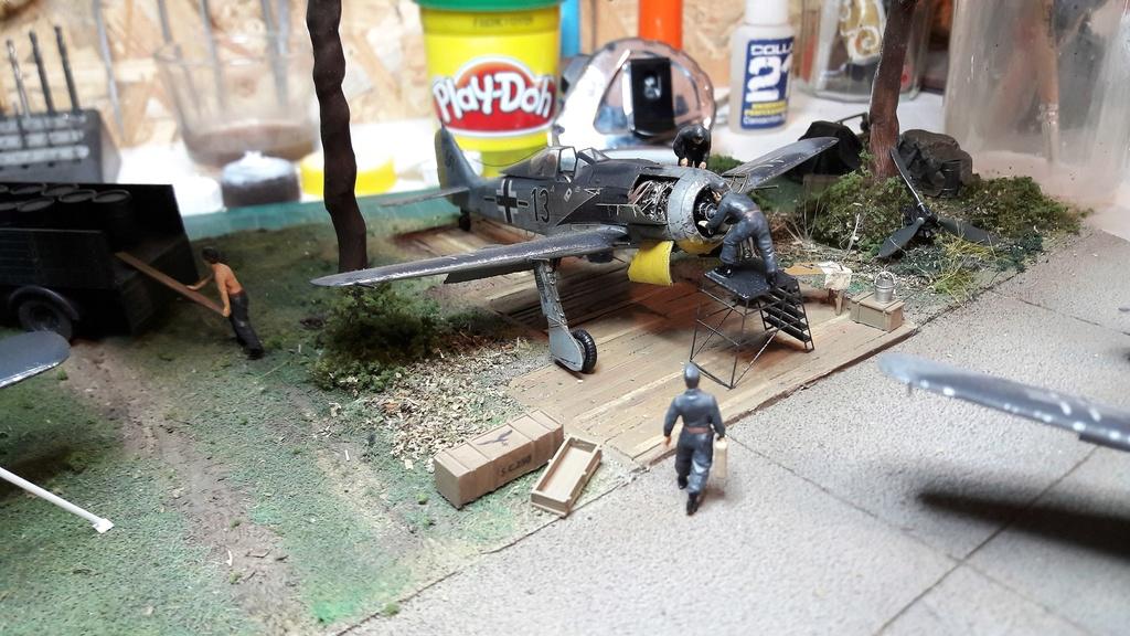 FW 190A8 - EDUARD ROYAL CLASS + Brassin -1/72 + projet diorama (Trois avions terminés) - Page 9 20170312