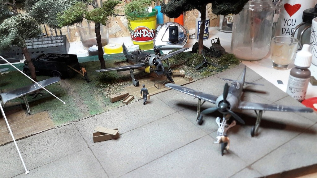 FW 190A8 - EDUARD ROYAL CLASS + Brassin -1/72 + projet diorama (Trois avions terminés) - Page 9 20170313