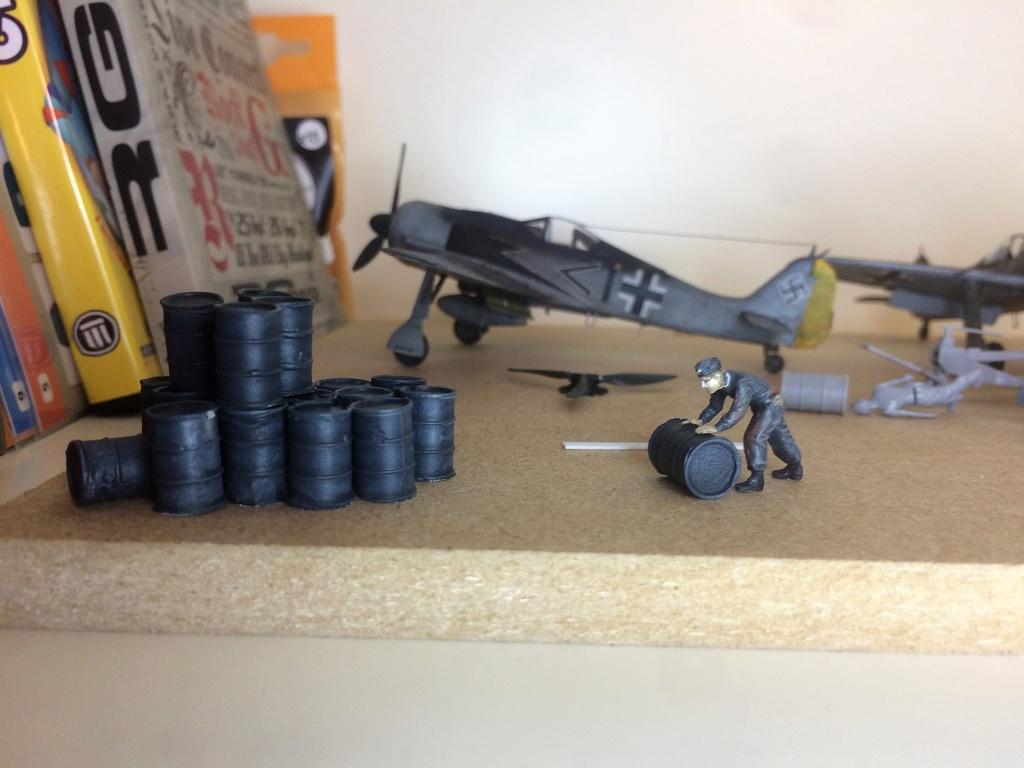 FW 190A8 - EDUARD ROYAL CLASS + Brassin -1/72 + projet diorama (Trois avions terminés) - Page 4 Img_7611