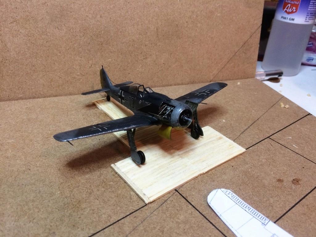 FW 190A8 - EDUARD ROYAL CLASS + Brassin -1/72 + projet diorama (Trois avions terminés) - Page 4 Img_7613
