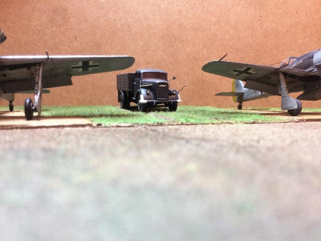 FW 190A8 - EDUARD ROYAL CLASS + Brassin -1/72 + projet diorama (Trois avions terminés) - Page 5 Img_7632