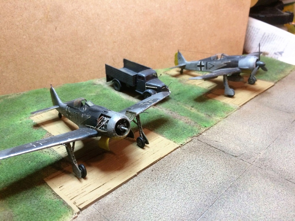 FW 190A8 - EDUARD ROYAL CLASS + Brassin -1/72 + projet diorama (Trois avions terminés) - Page 5 Img_7634